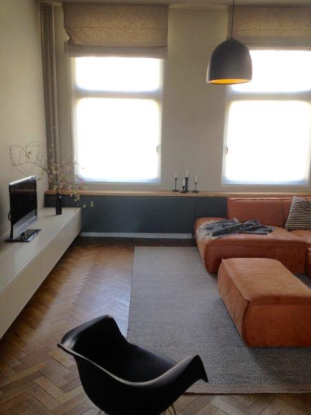 6-1 PM _ televisiekast 1 _ radiatoromkasting _ vensterbank