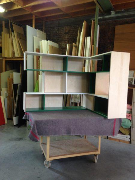 8-3 VF _zwevende boekenkast in atelier